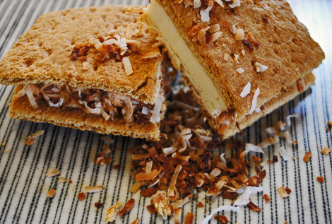 Coconut_ice_cream_sandwich1