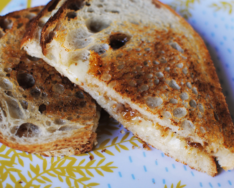 Grilled-cheese-gruyere-fig
