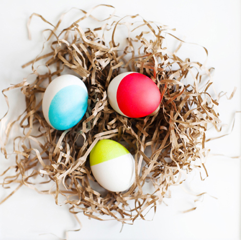 http://ohjoy.blogs.com/my_weblog/2012/03/everyday-party-dip-dyed-eggs.html