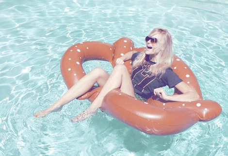Wildfox-lookbook-pretzel-floatie
