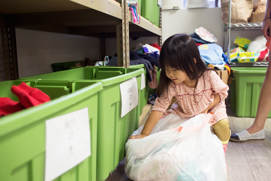 4 ways to teach young kids about giving back