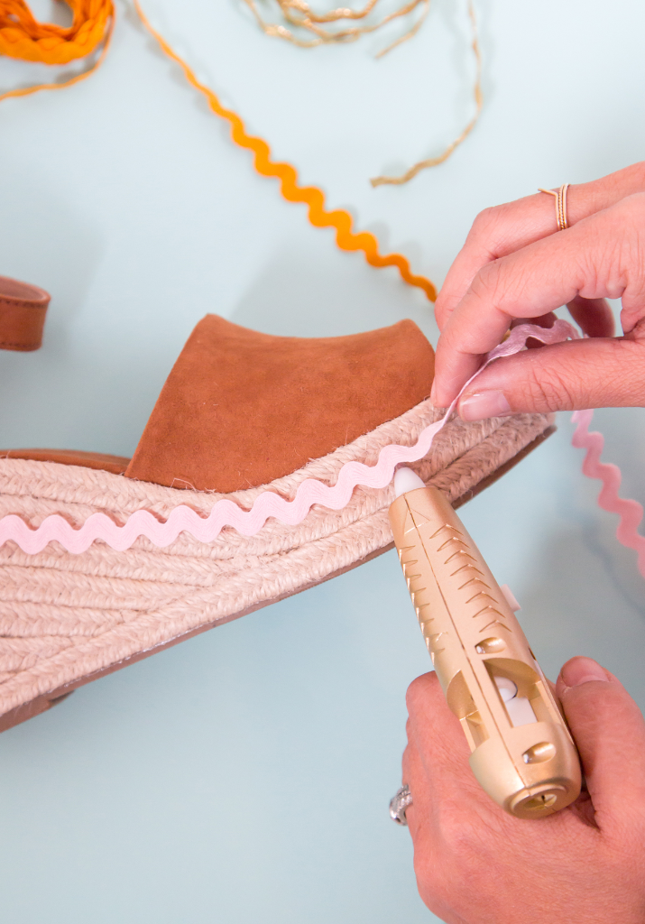 How to make DIY rick rack wedges / Oh Joy!