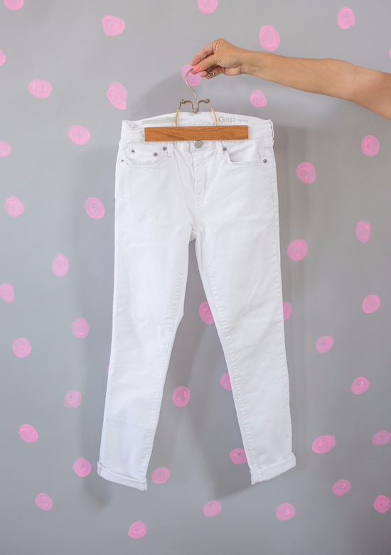 dressing the team / white jeans